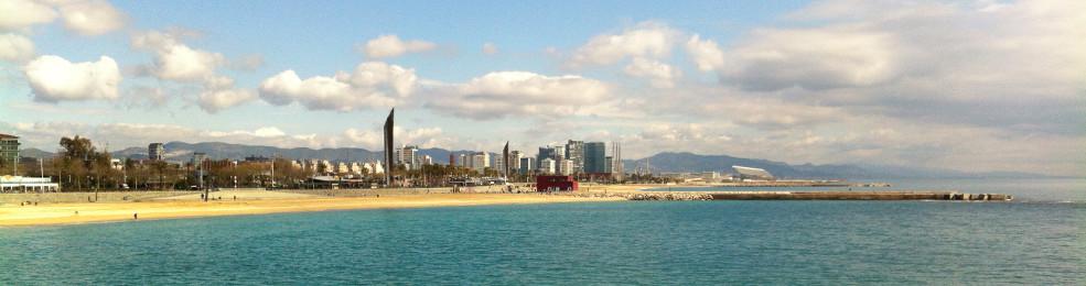 La plage de Bogatell et le quartier de Diagonal Mar