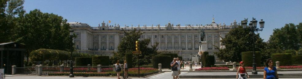 La palais royal depuis la plaza de Oriente