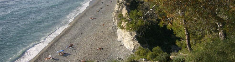 La plage volcanique d'Almuñecar